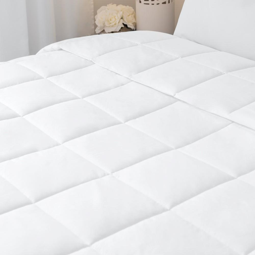 Soble duvet insert white quilted on a luxury hotel bed